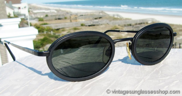 41cf37f36a7 VS056  Vintage Giorgio Armani 258-S 706 sunglasses feature a finely crafted  matte black metal frame that has Armani s distinctively unique slightly  thicker ...