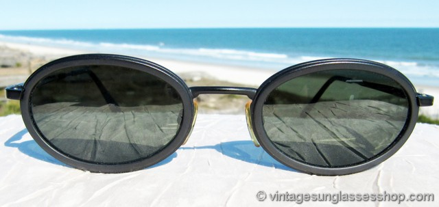 1a79b4c89f VS056  Vintage Giorgio Armani 258-S 706 sunglasses feature a finely crafted  matte black metal frame that has Armani s distinctively unique slightly  thicker ...