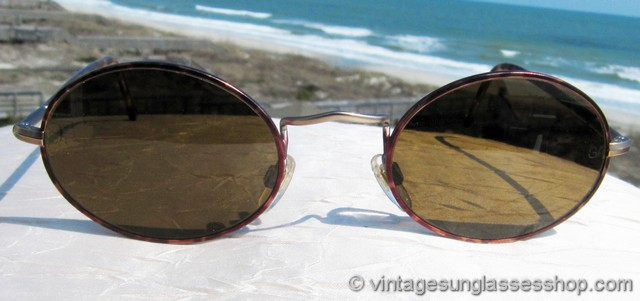 deccae4bc013 VS923  Stylish and elegant vintage Giorgio Armani 650 958 sunglasses  feature a thin band of tortoise shell that encircles both brown oval  mineral glass ...