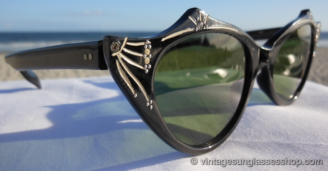 14a6146b5fe VS1018  Vintage French cat eye sunglasses are a design explosion of  rhinestones