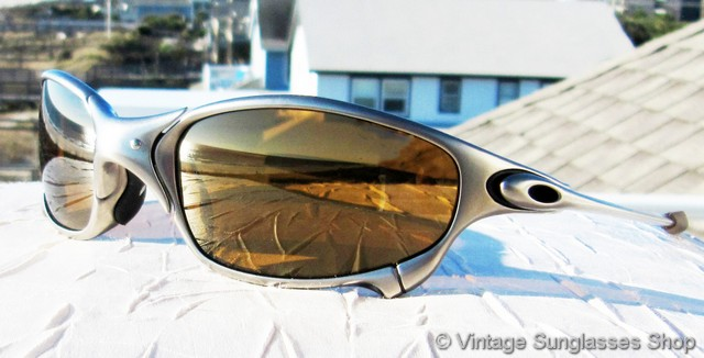 oakley sunglasses 1990s  vs1883: vintage oakley juliet sunglasses feature a polished x metal frame and low production oakley gold iridium lenses, a frame and lens combination that's