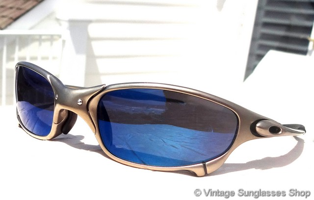 blue oakley glasses dl4w  VS378: Vintage Oakley Juliet X Metal sunglasses feature Plasma frames and  top of the line Ice Iridium lenses that are iconic for the ice blue color  of the