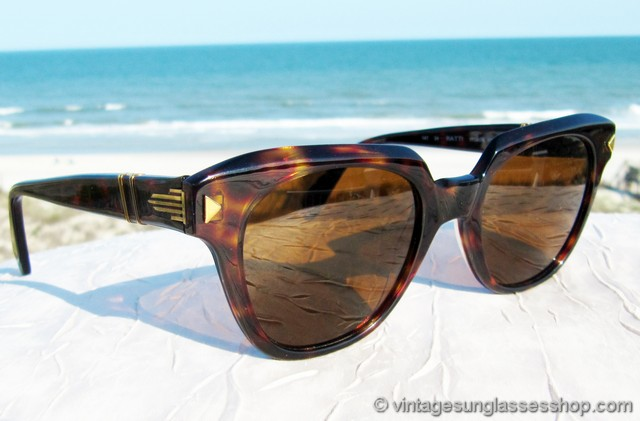 66411a612f4ee VS2955  Vintage Persol 316 sunglasses feature a great Italian tortoise  shell frame with great translucence and brown Persol mineral glass lenses