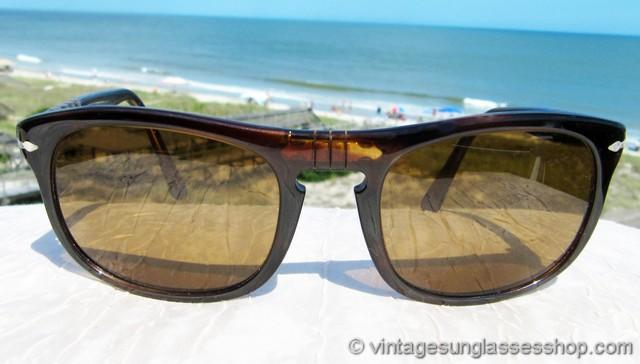 fe56b6de74a59 VS2742  Vintage Persol 624 3E sunglasses feature a sleek