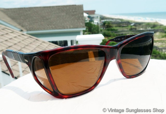189915ea47c72 VS1003  Vintage Persol Ratti 009 sunglasses are one of the most distinctive  of all vintage Persol styles