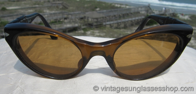 1f44a81a865 VS706  Vintage Persol Ratti Brevett sunglasses c 1950s   early 1960s are a  unique Persol interpretation of the cat eye sunglasses shape but with that  great ...