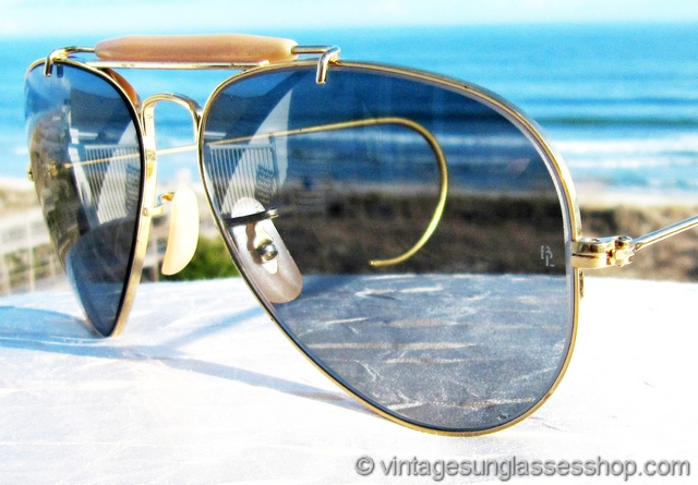 3720b1cb3e0 VS1480  Vintage Ray-Ban 58mm Outdoorsman sunglasses feature the very rare  Bausch   Lomb blue Changeables photochromatic lenses in this icon of modern  ...