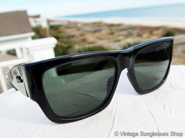 af57bee9515 VS1325  Vintage Ray-Ban W0946 Wayfarer Nomad sunglasses are a rare