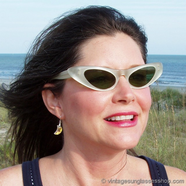 46923c1bd0 VS017  Rare Bausch   Lomb Ray-Ban pearlized Marcellina women s cat eye  sunglasses c 1950s - 1960s combine the lovely and shimmering pearl color  with vintage ...