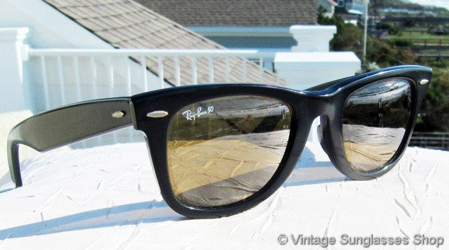 b7288c441b VS3051  Vintage Ray-Ban W0671 Wayfarer sunglasses feature Bausch   Lomb RB-50  mirrored lenses that give you an incredible look and color combination with  ...