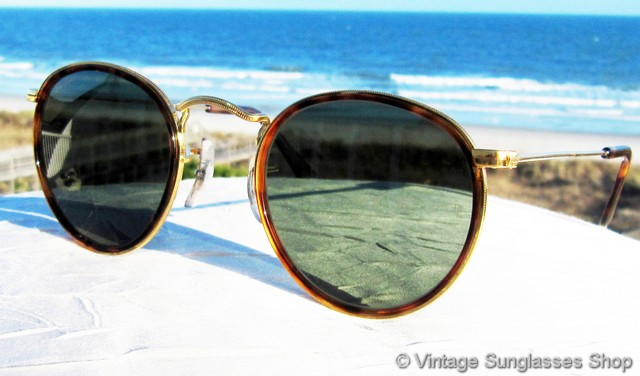 gold rimmed ray bans pzxk  VS662: Vintage B&L Ray-Ban W1675 Classic Metals sunglasses feature an  Arista gold plated frame with the distinctive Arista perimeter etching and  beautiful