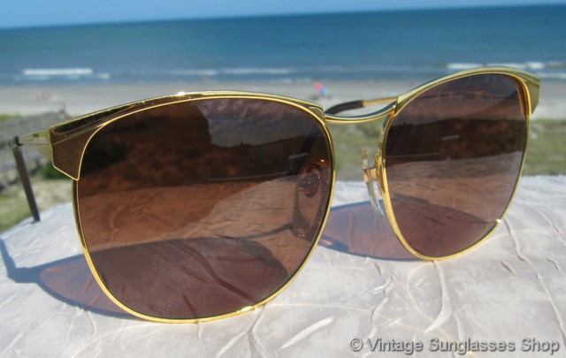 f22eca2c52e98 VS1163  Vintage Serengeti 6236 Brittany sunglasses from the Serengeti  Drivers Series feature a gleaming gold plated frame inspired by aviator  styles but ...