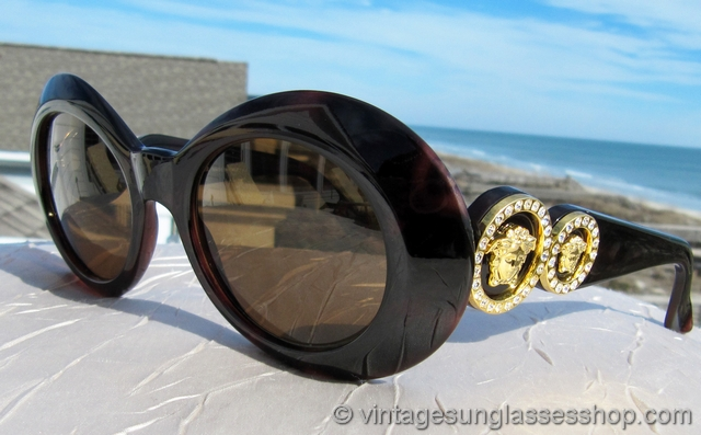 9d83406f5f2 VS1922  Vintage Versace 418 900 sunglasses exude high quality Italian style  in every way