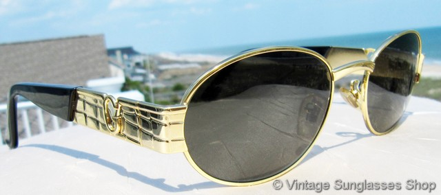 4d6910417399 VS688: Vintage Versace S22 030 sunglasses feature rich gold plating and the  Gianni Versace stylized gold G integrated into the design, an icon of top  of the ...