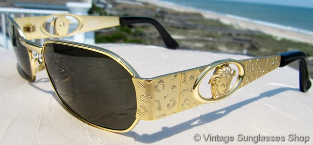 vs689 vintage versace model s62 collection 030 sunglasses feature incredibly rich gold plating and the gianni versace gold medusa head integrated into the