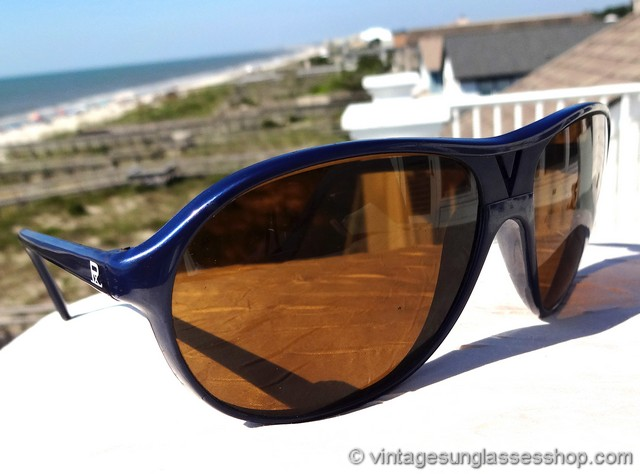 7c77fb6840 VS2943  Vintage Vuarnet 085 sunglasses feature the distinctive Vuarnet 085  durable blue nylon frame with the center V cut out